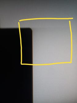 imagen adjunta de Samsung Syncmaster S0b300, fuga de luz en el texto y en imagenes...