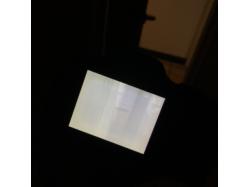 imagen adjunta de Mi cámara canon se cayó y la pantalla esta blanca